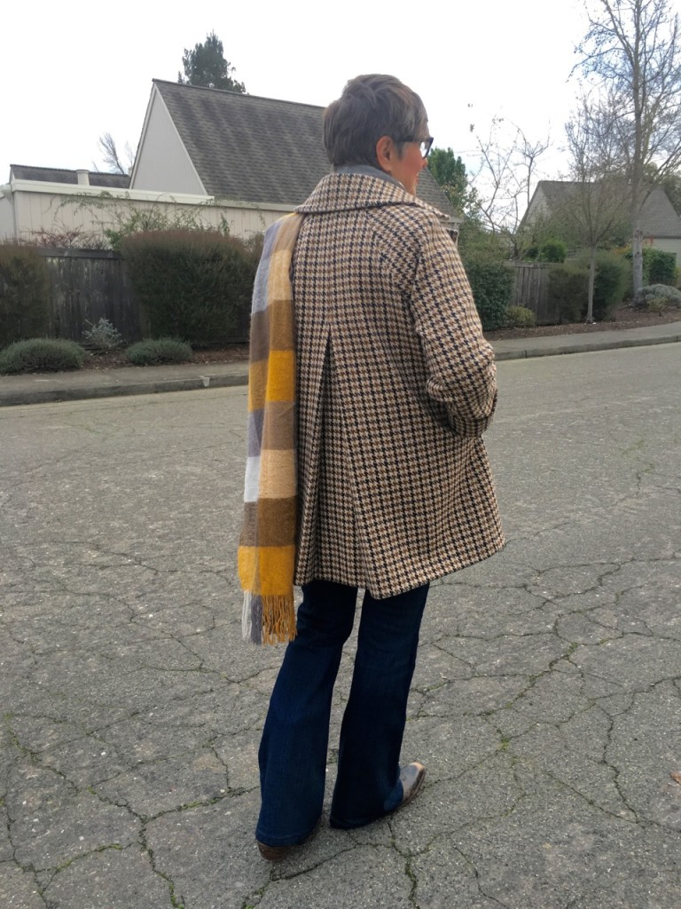 Love the pleat in this houndstooth check jacket